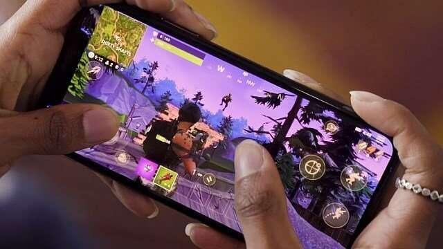 Gamer playing Fortnite on mobile